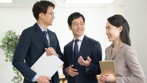 講師と二人のビジネスマン
